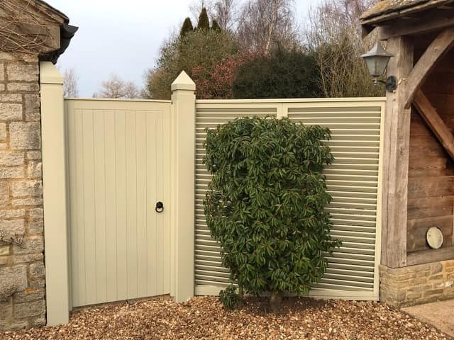 Laurel gate with louvered panel